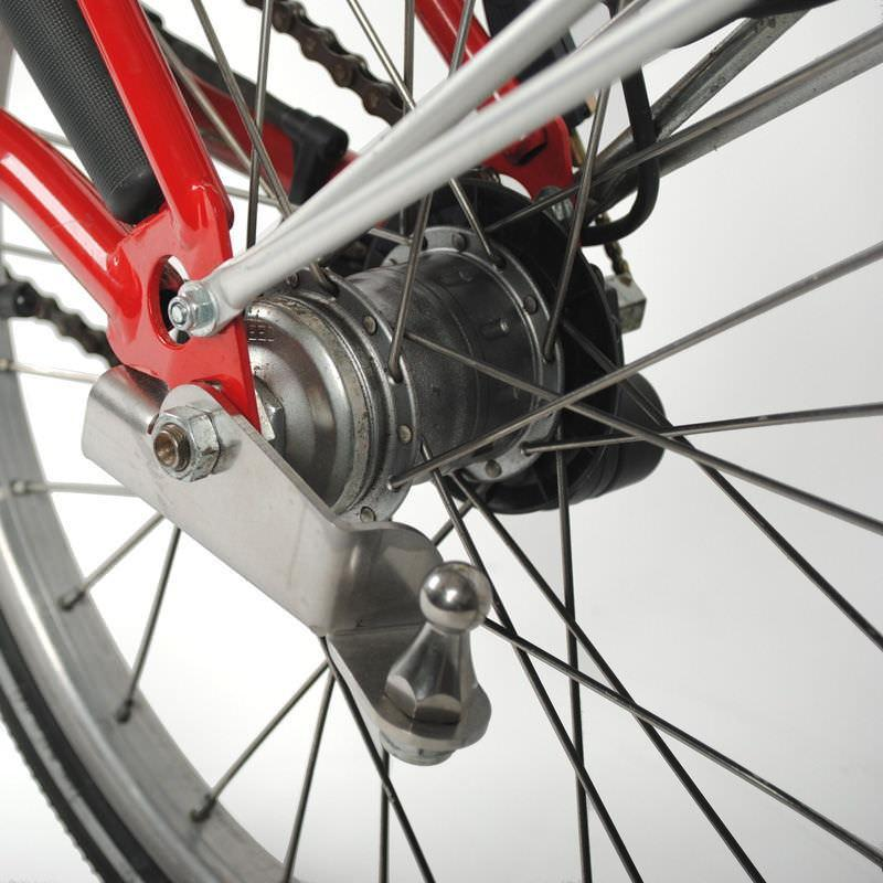 """Radical Design sort une remorque """"cyclone"""" spéciale Brompton - Page 4 Hitch_ball_for_Brompton_2"""